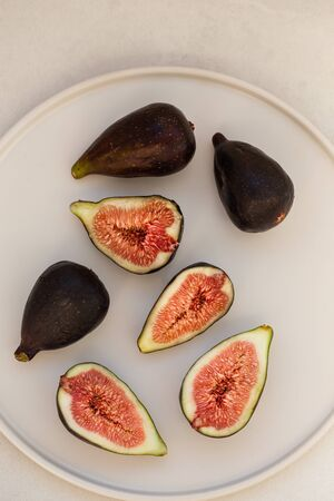 Topview image of figs in white ceramic plate