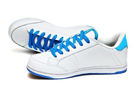 escarpines: Deporte zapatos par aislados sobre fondo blanco