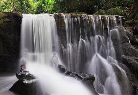 koh: Hermosa cascada en la selva, isla de Koh Samui, Tailandia