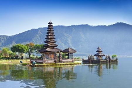 Ulun Danu tempel Beratan Lake in Bali Indonesië Stockfoto