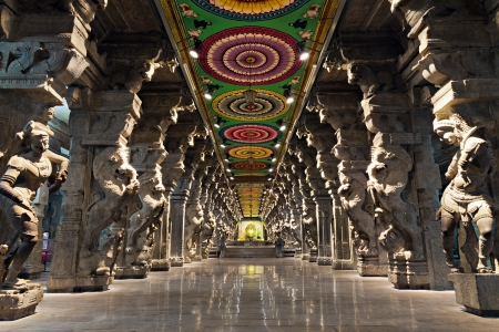 Inside of Meenakshi hindu temple in Madurai, Tamil Nadu, South India. Religious hall of thousands of columns  Stock Photo - 15547305