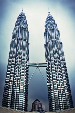 twin house: KUALA LUMPUR, MALAYSIA - DECEMBER 20: Petronas Twin Towers at twilight on December 20, 2010 in Kuala Lumpur, Malaysia. Petronas Twin Towers are twin skyscrapers and were tallest buildings in the world from 1998 to 2004. Now they are the tallest twin tower