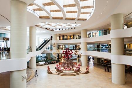HONG KONG - 22 lutego: wnętrze Centrum handlowe w dniu 22 lutego 2013 roku, Hong Kong. Zakupy w Hong Kongu jest ważną częścią kultury lokalnej.