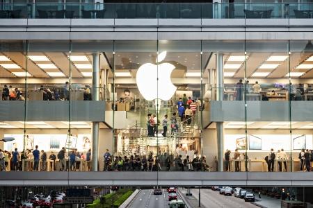 HONG KONG, CHINA - 19 de marzo: la tienda de Apple en el centro de la ciudad en marzo 19 de 2013, Hong Kong, China. Apple es una marca muy popular en todo el mundo. Editorial