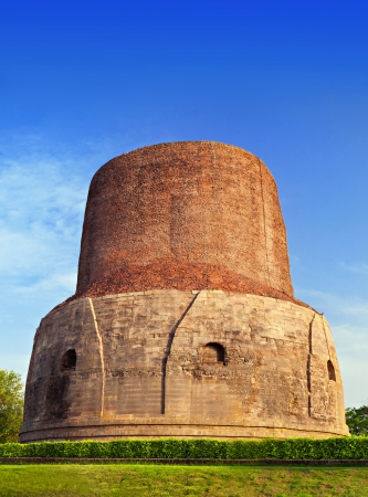 sarnath: Dhamekh Stupa in Sarnath, Varanasi, India
