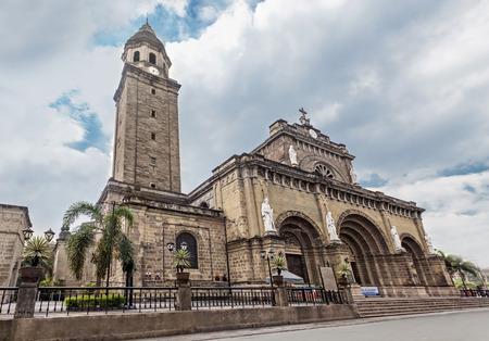 日、イントラムロス、マニラ、フィリピンでマニラ大聖堂 写真素材