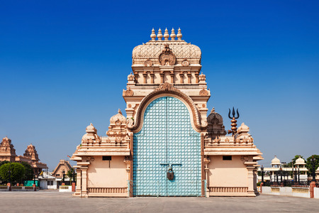 shri: Shri Adhya Katyani Shakti Peeth Mandir is popularly known as Chhatarpur Temple Stock Photo