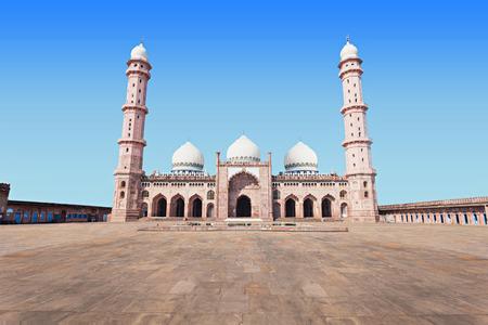 bhopal: Taj Ul Masajid es una mezquita situada en Bhopal, India