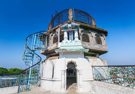 bhopal: Dhai Seedi Ki Masjid es una de las mezquitas m�s peque�os del mundo, Bhopal, India Foto de archivo