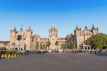 チャトラパティ シヴァージー ターミナス (CST) はユネスコの世界遺産とムンバイ、インドの歴史的な鉄道駅です。 報道画像