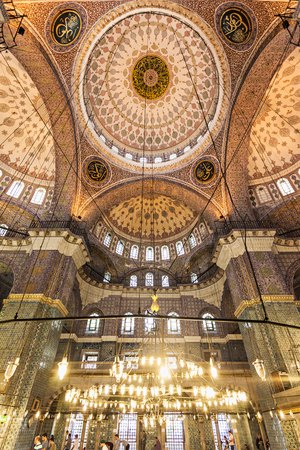 cami: ISTANBUL, TURKEY - SEPTEMBER 06, 2014: The New Mosque (Yeni Cami) interior originally named the Valide Sultan Mosque on September 06, 2014 in Istanbul, Turkey.