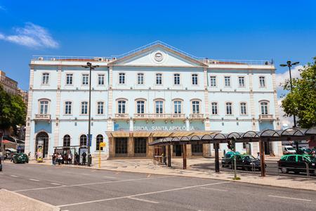 terminus: LISBOA, Portugal - 24 de junio: Santa Apolonia es la terminal de ferrocarril m�s antiguo de Lisboa el 24 de junio de 2014 en Lisboa, Portugal