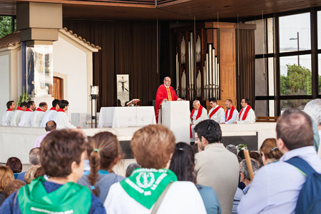 senhora: FATIMA, PORTUGAL - JUNE 29: Unidentified people at the church service in Sanctuary of Fatima on June 29, 2014 in Fatima, Portugal