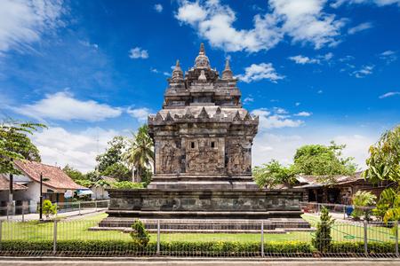 templo: Candi Pawon es un templo budista ubicado cerca del templo de Borobudur, en Java Central, Indonesia