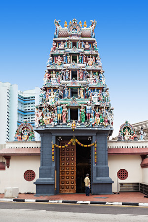 El templo de Sri Mariamman es el templo hindú más antiguo de Singapur Foto de archivo - 44783598