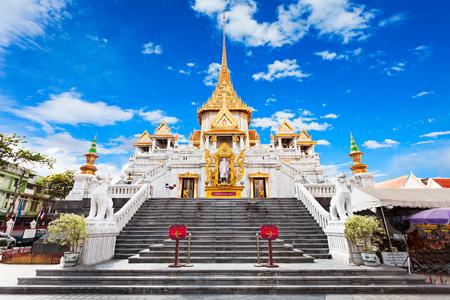 golden temple: Wat Traimit - Temple of the Golden Buddha in Bangkok, Thailand