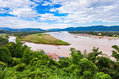 tri�ngulo: Tri�ngulo de Oro en el r�o Mekong, Chiang Rai Province, Tailandia Foto de archivo