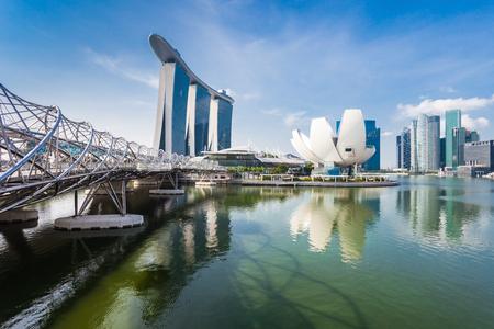 SINGAPOUR - 17 octobre 2014: Marina Bay Sands Hôtel, Helix Bridge et ArtScience Museum.
