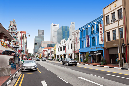singapore culture: SINGAPORE - OCTOBER 16, 2014: Singapore Chinatown is an ethnic neighbourhood featuring distinctly Chinese cultural elements and a   concentrated ethnic Chinese population.