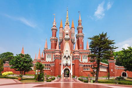 taman: JAKARTA, INDONESIA - OCTOBER 20, 2014: Istana Anak Anak Playcentre in Taman Mini Indonesia Park.