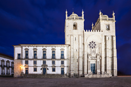 se: The Porto Cathedral (Se do Porto) is one of the oldest monuments and one of the most important Romanesque monuments in Portugal