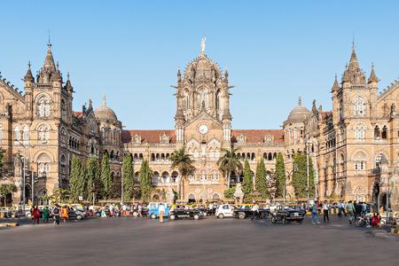 チャトラパティ シヴァージー ターミナス (CST) はユネスコの世界遺産とムンバイ、インドの歴史的な鉄道駅です。 写真素材