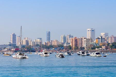 Mumbai skyline uitzicht vanaf Marine Drive in Mumbai, India Stockfoto - 53390667
