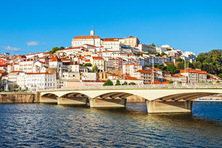 De Universiteit van Coimbra is een universiteit in Coimbra, Portugal. Opgericht in 1290, is een van de oudste universiteiten in de wereld.