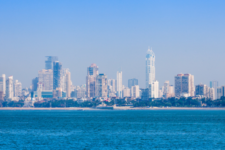 Mumbai skyline uitzicht vanaf Marine Drive in Mumbai, India