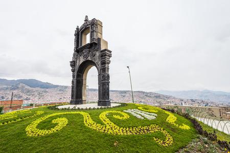la paz: LA PAZ, Bolivia - MAY 16, 2015: Monument at the Killi Killi Mirador in La Paz, Bolivia. Editorial