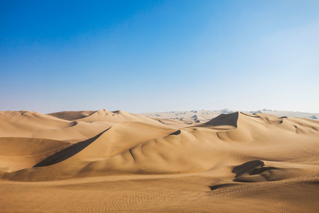이카 지역, 페루 Huacachina 사막의 모래 언덕 스톡 콘텐츠