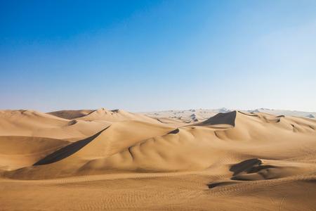 desierto: dunas del desierto de Huacachina en Ica, Perú Foto de archivo