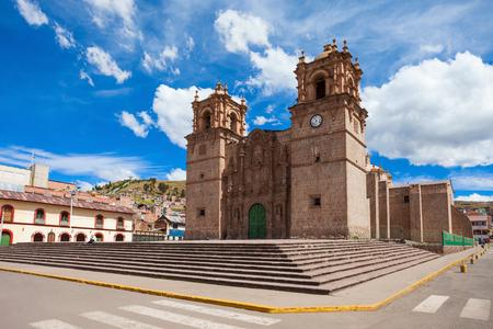 Puno 성당 또는 Catedral Basílica 산 카를로스 보 로메오는 페루, 푸에블로에서 안데스 바로크 성당