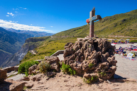 condor: Cruz Del Condor monument, Colca canyon, Peru