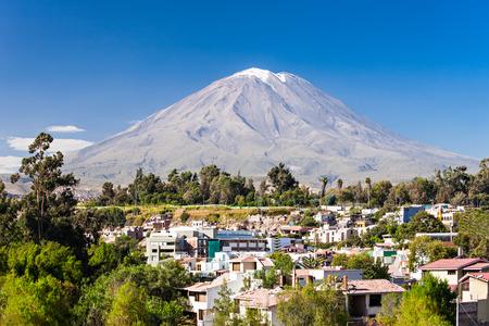 ミスティ、プチナはペルーのアレキパにある成層火山として知られて