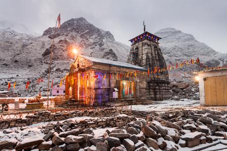 Kedarnath Tempel bij nacht, het is een Hindoe tempel gewijd aan Shiva, India.
