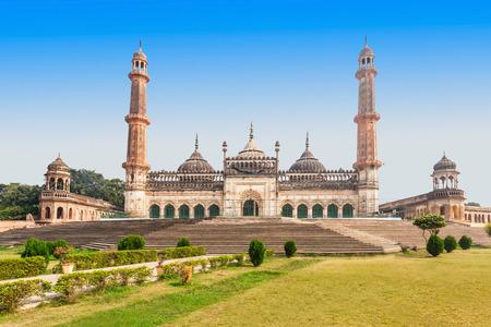 De Asfi moskee, gelegen in de buurt van de Bara Imambara in Lucknow, India