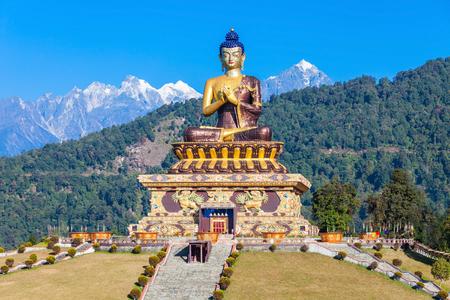 gautama buddha: Gautama Buddha statue in the Buddha Park of Ravangla in South Sikkim, India