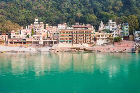 リシケシは、北部インドのデラドゥン ウッタラーカンド州地区の状態にある都市です。それは、世界のヨガの首都として知られています。 写真素材