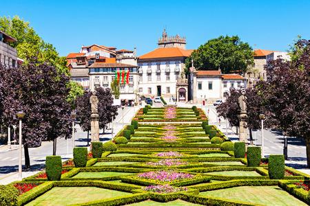 Garden near Nossa Senhora Da Consolacao E Dos Santos Passos Church (Sao Gualter Church) in Guimaraes, Portugal Фото со стока - 57992517