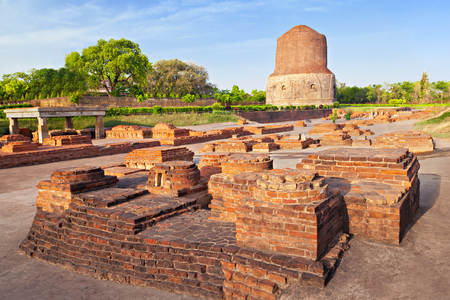 vihar: Dhamekh Stupa and Panchaytan temple ruins, Sarnath, Varanasi, India