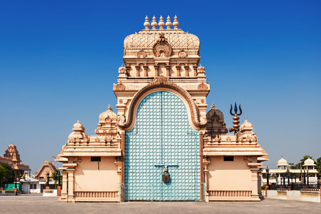 shri: Shri Adhya Katyani Shakti Peeth Mandir is popularly known as Chhatarpur Temple Stock Photo