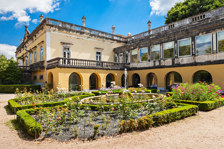quinta: Quinta das Lagrimas is an estate in Coimbra, Portugal