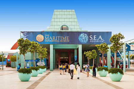 SINGAPORE - OCTOBER 17, 2014: Marine Life Park. Park houses the S.E.A Aquarium and the Adventure Cove Waterpark, and features the largest  oceanarium in the world. Redakční