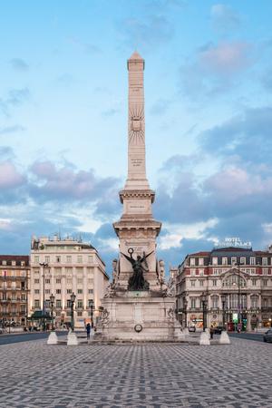 eden: LISBON - JUNE 25: Eden Teatro (Eden Theatre) and Monument to the Restorers (Monumento dos Restauradores) at Restauradores Square on June, 25, 2014 in Lisbon, Portugal