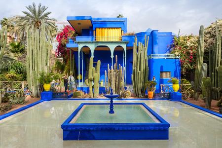 마라 케슈, 모로코 -2002 년 2 월 22 일 : Majorelle 정원은 식물원과 마라 케시, 모로코에서 작가의 프리 정원입니다.