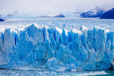 De Perito Moreno gletsjer close-up bekijken. Het is een gletsjer ligt in het nationale park Los Glaciares in de provincie Santa Cruz in Patagonië, Argentinië. Stockfoto