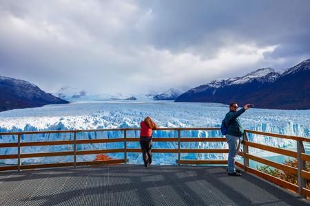 el calafate: EL CALAFATE, ARGENTINA - APRIL 21, 2016: Tourists near the Perito Moreno Glacier, Argentina. Perito Moreno is a glacier located in the Los Glaciares National Park in Patagonia, Argentina.