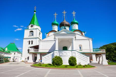 principal: Monasterio de la Ascensión de Pechersky (Pechyorsky Vozensensky Monastyr) es un monasterio en Nizhny Novgorod, Rusia. Es el monasterio principal de la Eparquía Nizny Novgorod. Foto de archivo