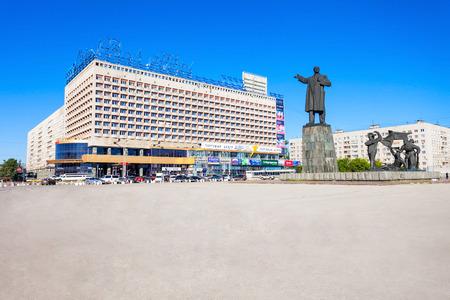 Nizhny Novgorod, RUSSIA - 29 giugno 2016: Marins Park Hotel sulla piazza Lenin a Nizhny Novgorod, Russia. Archivio Fotografico - 65674689